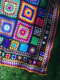Big squares surrounded by little squares and littler squares. Love the colour palette too Easy Crochet Blanket, Crochet Squares, Crochet Blanket Patterns, Crochet Granny, Knitted Blankets, Thread Crochet, Knit Crochet, Knit Rug, Granny Square Blanket