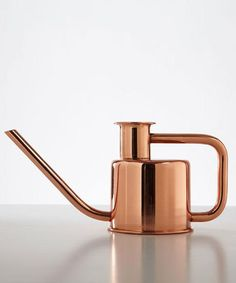 We can't get enough of Paul Loeback's watering cans. This sleekly designed watering tool is made with solid copper, and a single metal tube that has been bent t Copper Home Accessories, Home Decor Accessories, Decorative Accessories, Decorative Objects, Fashion Accessories, Le Manoosh, Design Industrial, Tin Man, Dot And Bo