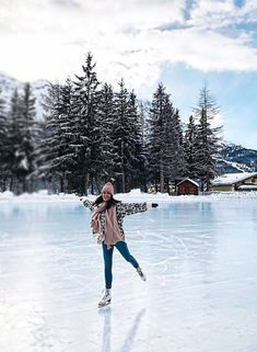Cool Winter, Winter Time, Ice Skating Pictures, Aesthetic Couple, Ice Lake, Winter Photography, Photography Ideas, Lake Photography, Photography Couples