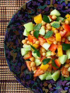Chickpeas salad with fresh mango