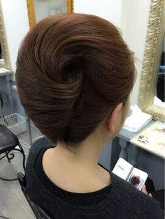 New bridal tiara updo makeup Ideas Classic Hairstyles, Bride Hairstyles, Pretty Hairstyles, Vintage Hairstyles Tutorial, Medium Hair Styles, Long Hair Styles, Mother Of The Bride Hair, Chignon Hair, Beehive Hair