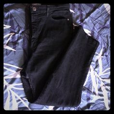 Lee black classic fit jeans 18P nicely worn classic fit at the waist LEE JEANS 18 petite very nicely worn couple of times in very good condition Lee Jeans