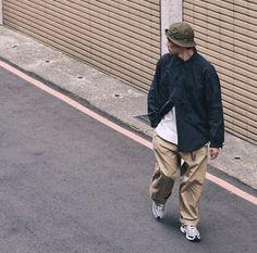 Hip Hop Fashion, Look Fashion, Mens Fashion, Asian Street Style, Japanese Street Fashion, Estilo Cholo, New Balance Outfit, Moda Retro, Old School Fashion