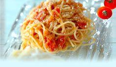 あめ色玉ネギ入りトマトの冷製パスタ 玉ネギは水分を飛ばして甘味を引き出し、プチトマトは煮崩れる位に火を入れるのがポイント。