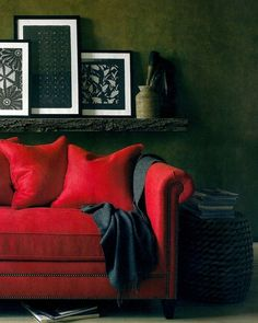 53 Ideas For Living Room Red Sofa Inspiration Red Couch Living Room, Paint Colors For Living Room, Home Living Room, Living Room Decor, Sofa Inspiration, Living Room Inspiration, Sala Vintage, Leather Wall, Leather Sofas
