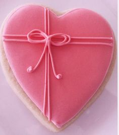 100 Sweet Decoration Cake and Cookies for Valentines Day Ideas 6 1 Cookies Cupcake, Cookie Icing, Heart Cookies, Iced Cookies, Cute Cookies, Royal Icing Cookies, Cupcakes, Sugar Cookies, Cookie Favors