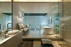 Oito banheiros com hidromassagem, spa, cubas duplas e outros luxos - Casa                                                                                                                                                                                 Mais