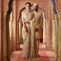Latest Sabyasachi 2018 Bridal Lehengas has a brand new blouse design. Some exceptional bridal sarees, and the usual glitz and glam. Bridal Sari, Saree Wedding, Indian Bridal, Wedding Wear, Bridal Lenghas, Wedding Bells, Dream Wedding, Sabyasachi Bridal Collection, Saree Collection