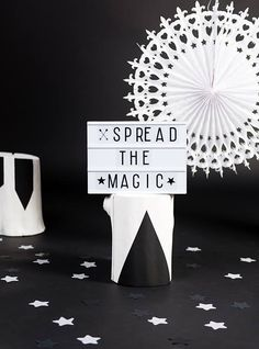 Lightbox från A little lovely company, inkl 85 tecken/bokstäver. Citations Lightbox, Lightbox Quotes, Lightbox Letters, Licht Box, A Little Lovely Company, Plastic Letters, Letter Symbols, Decoration Originale, Sign Display