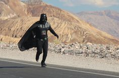 Correre per la Death Valley vestiti da Darth Vader: è record