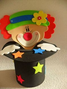 Risultati immagini per manualidades Circus Birthday, Circus Theme, Circus Party, Foam Crafts, Diy And Crafts, Crafts For Kids, Paper Crafts, Clown Crafts, Carnival Crafts