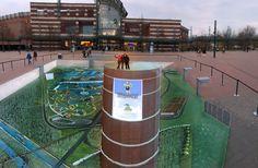 Mit Hilfe von Wilfried und Melina Berg malten wir den Gasometer noch mal vor das Centro Oberhausen. Mit Blick auf das Legoland, die Kanäle, Tennisplätze und Centro aus der Vogelperspektive