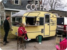 Food Inspiration – For the Love of Food Trucks Food Rings Ideas & Inspirations 2017 - DISCOVER Vintage Coffee Food Truck - I want one these when I retire. I'll go to the farmers markets & festivals. Vintage Caravans, Vintage Trailers, Vintage Campers, Glamping, Foodtrucks Ideas, Coffee Food Truck, Deco Cafe, Mobile Coffee Shop, Coffee Trailer