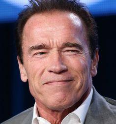 Arnold Schwarzenegger 30-07-1947 Oostenrijks-Amerikaans acteur, filmproducent, ondernemer, ex-bodybuilder en oud-politicus van de Republikeinse Partij. Schwarzenegger was de gouverneur van Californië van 2003 tot 2011. In oktober 2012 bracht Schwarzenegger een autobiografie uit met de titel Total Recall, het grootste gedeelte van het boek gaan over zijn successen in het leven als bodybuilder, acteur en gouverneur.