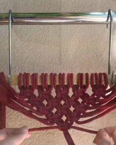 Macrame Plant Hanger Patterns, Macrame Wall Hanging Diy, Macrame Art, Macrame Design, Macrame Projects, Macrame Knots, Macrame Patterns, Micro Macrame, Diy Crafts Hacks