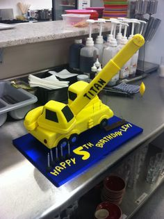 This crane cake lifted everyone's spirits.