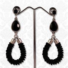 Chic & zwart  Zwart/zilveren chique druppel oorbellen met Swarovski stenen en druppels van gevlochten miyuki rocailles!