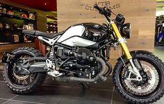 I need this in my life! R Nine T Scrambler, Scrambler Motorcycle, Moto Bike, Custom Moped, Custom Bmw, Custom Bikes, Triumph Motorcycles, Custom Motorcycles, Cars And Motorcycles