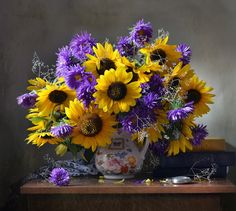 still life photo Bouquet Champetre, Autumn Scenes, Sunflower Art, Painting Still Life, Foto Art, Container Flowers, Arte Floral, Cool Paintings, Still Life Photography