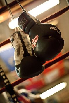 Gloves in focus, get subject training in the background