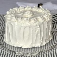 Black and White Cake. An all time kid favourite among our family and friends. A easy one-bowl chocolate cake covered in plenty of fluffy marshmallow frosting is sure to please kids of all ages. Marshmallow Frosting Recipes, Cupcake Frosting, Cake Icing, Cupcake Cakes, White Frosting, Vanilla Frosting, Vanilla Cake, Cupcakes, Cake Cookies