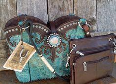 Custom cowboy boot purse. Made in USA!  #cowboybootpurse #cowboybootbag #cowboyboots #cowgirlboots #cowgirlswagger #cowgirlfashion #madeinUSA #handmadewesternpurse #westernbag #cowgirlswag #cowgirlswagger