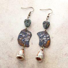 Boucles d'Oreilles Tribales Créateur Artisanale, Emaux sur Cuivre, Perle Céramique, Masque Africain : Boucles d'oreille par bleulucioleshop