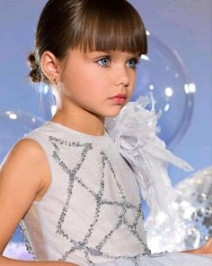 Este posibil ca imaginea să conţină: 1 persoană, copil şi cadru apropiat Beautiful Little Girls, The Most Beautiful Girl, Cute Little Girls, Beautiful Children, Beautiful Babies, Cute Girl Image, Girls Image, Young Models, Child Models