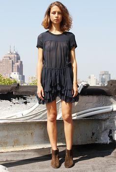 schwarzes Kleid und wildleder schuhe - chiffon day dress--étoile isabel marant