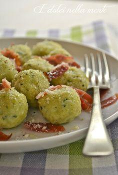 Gnocchi di ricotta e zucchine con burro e speck (Zucchini and ricotta gnocchi with butter and speck)