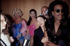 On August 7 Madonna attended the Paris is Burning premiere in Los Angeles. According to IMDB, the film is about: A chronicle of New York's drag scene in the focusing on balls, vo… Vogue Poses, Madonna 90s, Paris Is Burning, Le Palace, Corpus, Tony Ward, Club Kids, Strike A Pose, Groomsmen