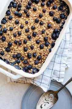 Baked Blueberry Oatmeal is a nutritious filling breakfast/brunch for a crowd or for meal prepping. It's made with vegan ingredients and is highly adaptable! Microwave Oatmeal, Baked Oatmeal, Baked Blueberry Oatmeal, Vegan Blueberry, Blueberry Recipes, Vegan Breakfast, Breakfast Ideas, Breakfast Recipes, Breakfast Dishes