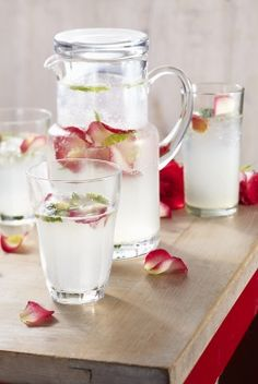 Lemon juice, sugar, Rosewater, soda water, and Mint spa water -- must try this! Refreshing Drinks, Summer Drinks, Fun Drinks, Healthy Drinks, Cocktails, Non Alcoholic Drinks, Cocktail Drinks, Limonade Rose, Flower Food