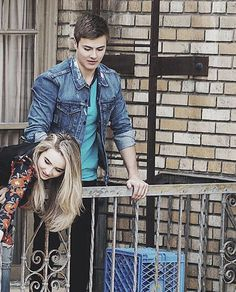Sabrina carpenter and peyton meyer Riley And Farkle, Riley And Lucas, Cory And Shawn, Cory And Topanga, Boy Meets World Quotes, Girl Meets World, Sabrina Carpenter, Peyton Meyer, Cute Disney Drawings
