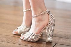 Dream shoes. Does anybody know who makes them?
