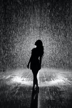 Silouette Photography, Rain Photography, Beautiful Nature Pictures, Fountain Of Youth, Woman Silhouette, Dancing In The Rain, Black And White Photography, Free Stock Photos, Free Photos