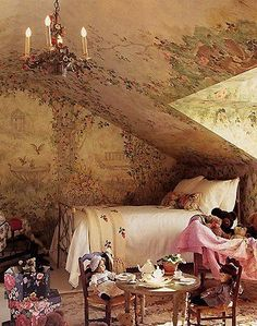 Beautiful mural bedroom for a little girl. Gorgeous!