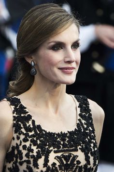 Queen Letizia of Spain Photos Photos - Queen Letizia of Spain attends the Princesa de Asturias Awards 2016 ceremony at the Campoamor Theater on October 21, 2016 in Oviedo, Spain. - Princesa de Asturias Awards 2016 - Day 2
