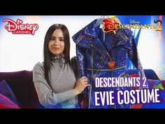 Descendants 2 | Unboxing the dolls and clothes of the descendants with Sofia Carson - YouTube