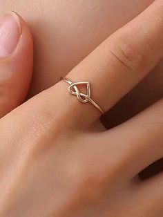 Shop Heart Detail Twist Ring at ROMWE, discover more fashion styles online. Stylish Jewelry, Simple Jewelry, Cute Jewelry, Jewelry Accessories, Jewelry Design, Women Accessories, Gold Rings Jewelry, Hand Jewelry, Jewelery