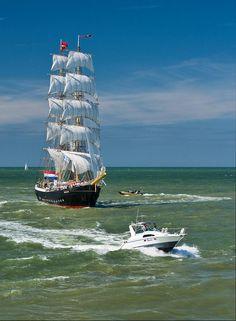 """ By Grimbergen "" Full Sail, Sail Away, Set Sail, Tall Ships, Model Ships, Catamaran, Water Crafts, Sailing Ships, Surfing"