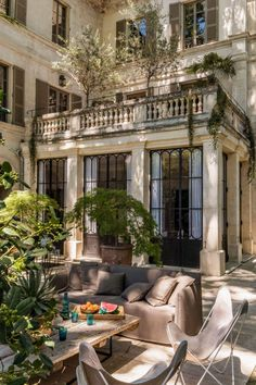 A beautiful mansion in Avignon is the finest example of stylish French design … and the inspiration behind many of our French treasures. Patio Interior, Interior And Exterior, Future House, Beautiful Homes, Beautiful Places, House Goals, My Dream Home, Dream Life, Exterior Design