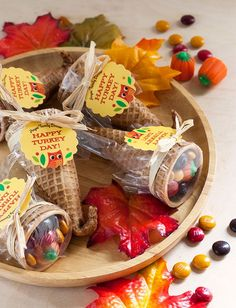 Cornucopia Candy Favors - - Are you ready for Turkey Day? This year for Thanksgiving I wanted to try making up these cute Cornucopia Candy favors to give to everyone at our family. Thanksgiving Favors, Family Thanksgiving, Thanksgiving Parties, Thanksgiving Activities, Thanksgiving Decorations, Thanksgiving Cornucopia, Thanksgiving Teacher Gifts, Halloween Teacher Gifts, Thanksgiving