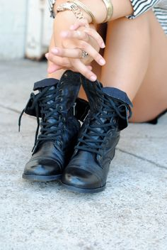 Combat boots are trending everywhere right now but especially in surf and skate. Skaters like the grunge style and will wear their combat boots with anything Look Fashion, Fashion Shoes, Womens Fashion, Rock Style, Crazy Shoes, Me Too Shoes, Rangers, Over Boots, Mode Shoes