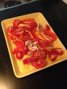 Paprika, tomat, chili, hel delad vitlöksklyfta, olja, rosta 180C 20 min, mixa, pastasås!  Varieras gärna, timj osv.