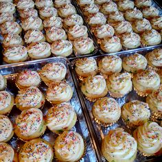 Funfetti Cupcakes with Cream Cheese Frosting #comixingbowl #wedding #sprinkles