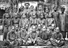 Een groep meisjes uit Lesoeng Batoe, Palembangsche Bovenlanden, Sumatra. 1877-1879