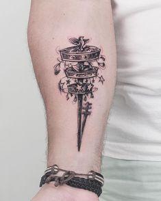 Tattoo do Airton!!! O Opaxorô faz parte da indumentária do orixá Oxalá. Simboliza a criação do mundo, do homem e a sapiência dos anciãos.Também simboliza a ligação entre o céu (Orun) e a terra (Ayê).  #blackwork #opaxoro #tatuagemreligiosa