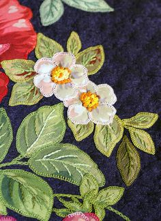 Flower Applique Quilt Detail more Broderie Perse - So pretty!