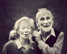 These 27 old couples will remind you what love is all about Cuando Sea Grande, Vieux Couples, Grow Old With Me, Older Couples, Cute Old Couples, Growing Old Together, Lasting Love, My Sun And Stars, Old Age